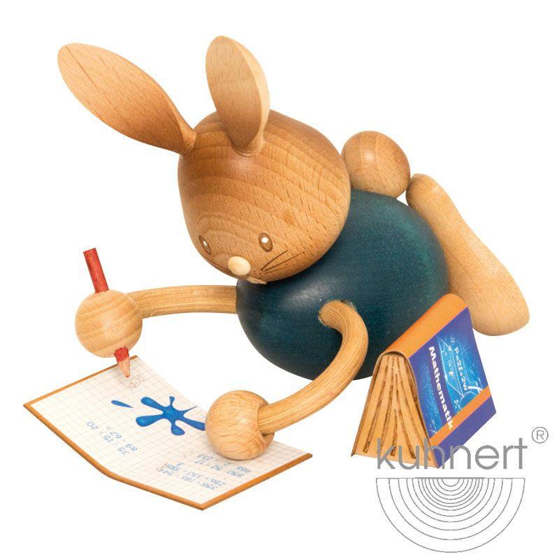 Stupsi Hase Homeschooling liegend mit Heft