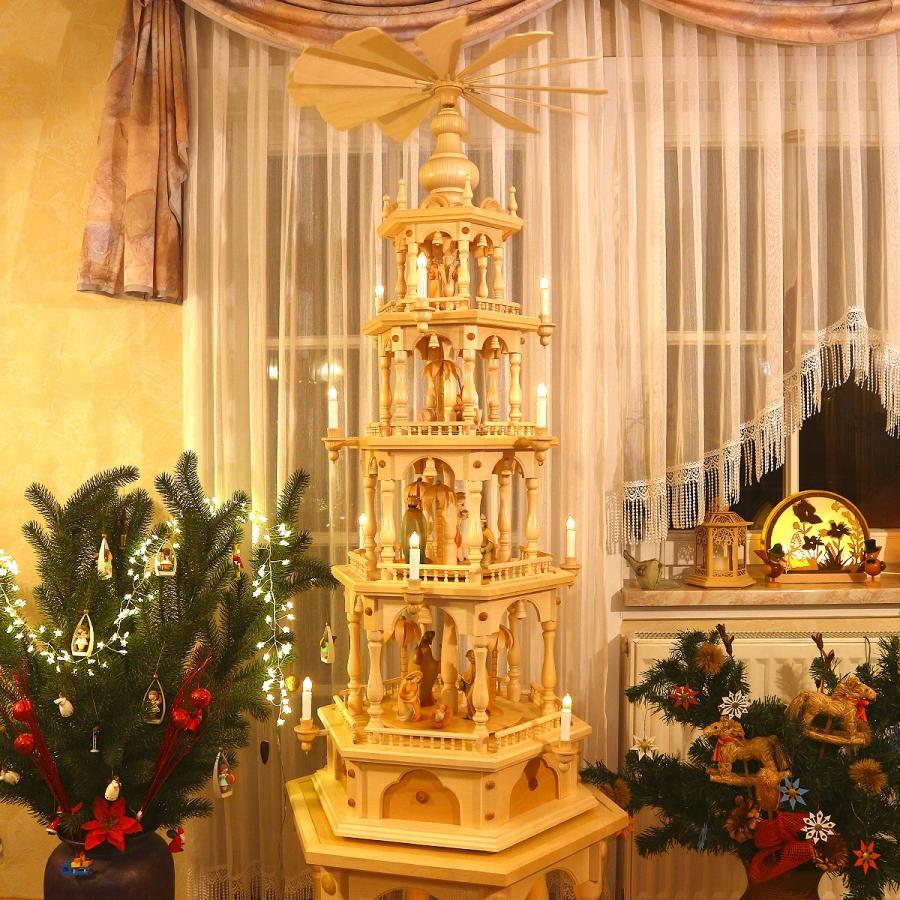 Erzgebirgische Weihnachtspyramide 4 Etagen, Christi Geburt